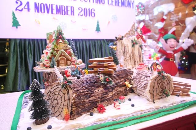 35kg-giant-yule-log-cake