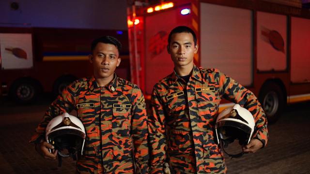 Pegawai Bomba Jabatan Bomba Dan Penyelamat KL_L-R_ Mohammad Syaqirin Haqimi bin Mustapha, Mohd Aidil bin Mohd Saleh